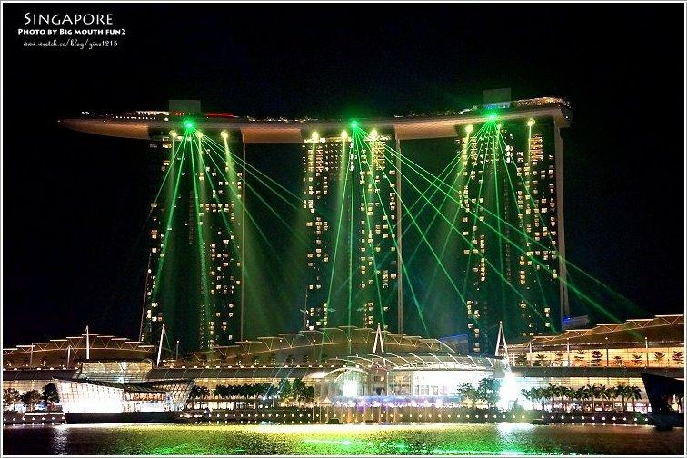 【新加坡旅遊】外星人的宇宙飛船?漫遊魚尾獅公園夜景、老巴剎美食